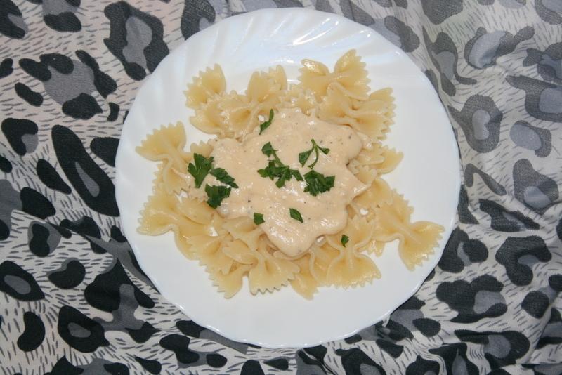 Jak zrobić sos serowy do makaronu